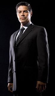 Joseph Adama, interpretado por Esai Morales